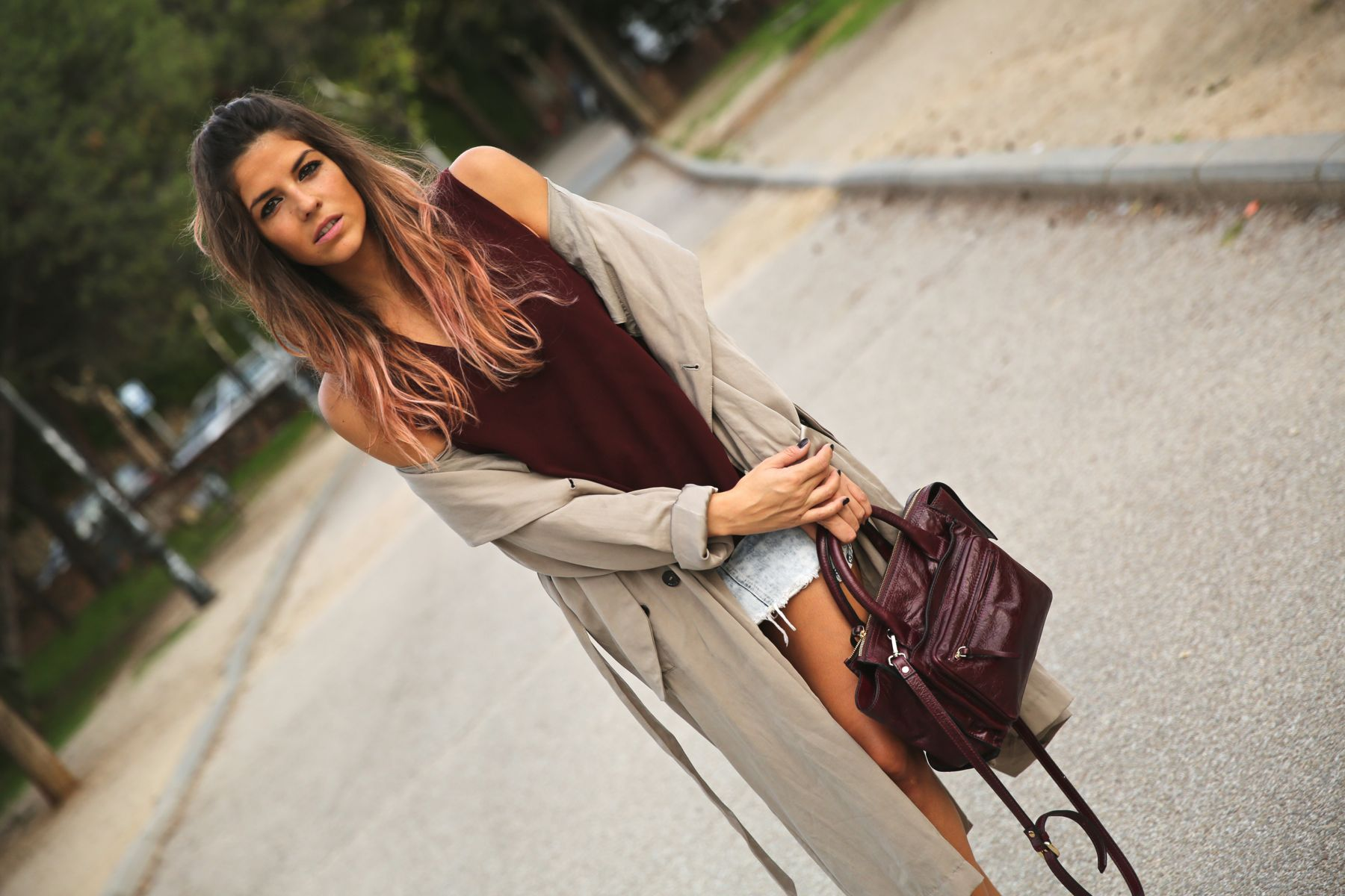trendy_taste-look-outfit-street_style-ootd-blog-blogger-fashion_spain-moda_españa-boho-hippie-gabardina-botines_camperos-booties-gabardina-raincoat-burgundy_bag-zara-6