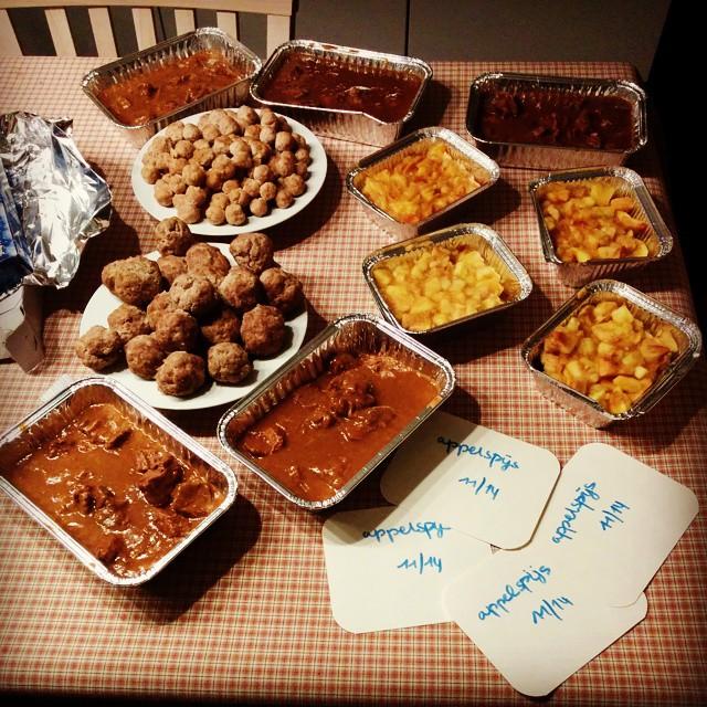 Het resultaat van een productieve kooknamiddag: appelspijs, gehaktballen, soepballetjes, everzwijnragout en stoofvlees. #kookzondag #diepvriesvol