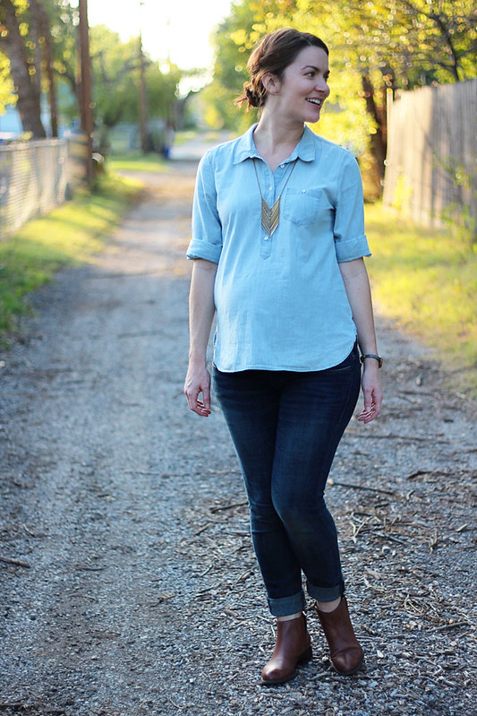 chambray-shirt-with-jeans-maternity-2