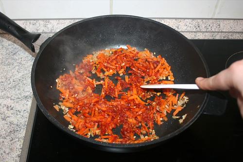 29 - Tomatenmark anrösten / Roast tomato puree