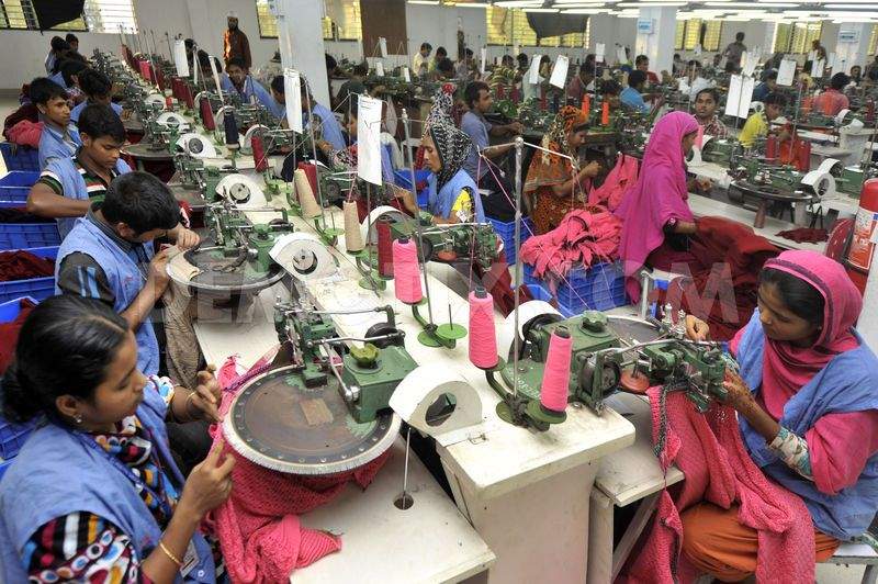Bangladesh-garment-workers-at-a-dhaka-factory