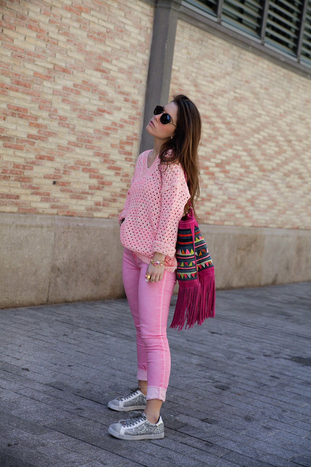 02_pink_look_with_rüga_streetsyle_barcelona_influencer_theguestgirl_spain