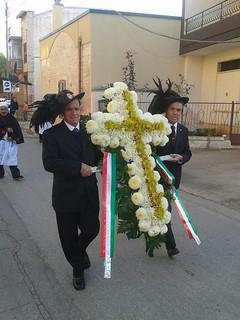 Turi - Le corone deposte al Cimitero il 2 Novembre (1)