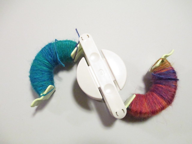 Clover small pompom maker