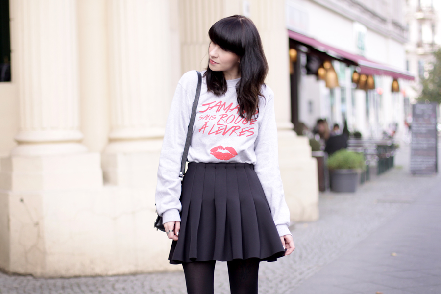 jamais sans rouge a levres jsral sweatshirt paris french kiss lips shirt skirt proenza schouler ps11 ootd outfit blogger fashionblogger ricarda schernus cats & dogs 3