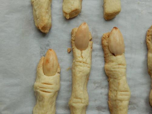 Песочное печенье в виде пальцев, отлично подойдёт в виде сладкой расчленёнки на Хеллоуин. Фоторецепт с пошаговыми фотографиями | horoshogromko.ru