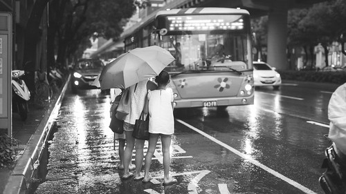 brandonhuang posted a photo:TaipeiThere's something cathartic about being out in the rain with a camera.Visit me on Tumblr!