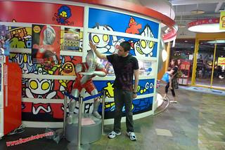 P1060510 Toma yoya Ultraman, Canal City, centro comercial (Fukuoka) 12-07-2010 copia
