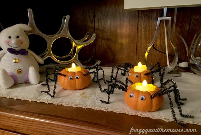 googly-eyed-spider-pumpkins
