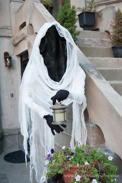 Ghostbusters Halloween Exterior | www.brooklynlimestone.com