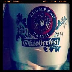 Pra brindar o sábado! Saúde.   #beer #oktoberfest #oktoberfestbr #blumenal #chopp #brahma #eisenbah #cerveja