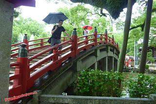 P1060423 En el puente del Tenmangu  (Dazaifu) 12-07-2010 copia