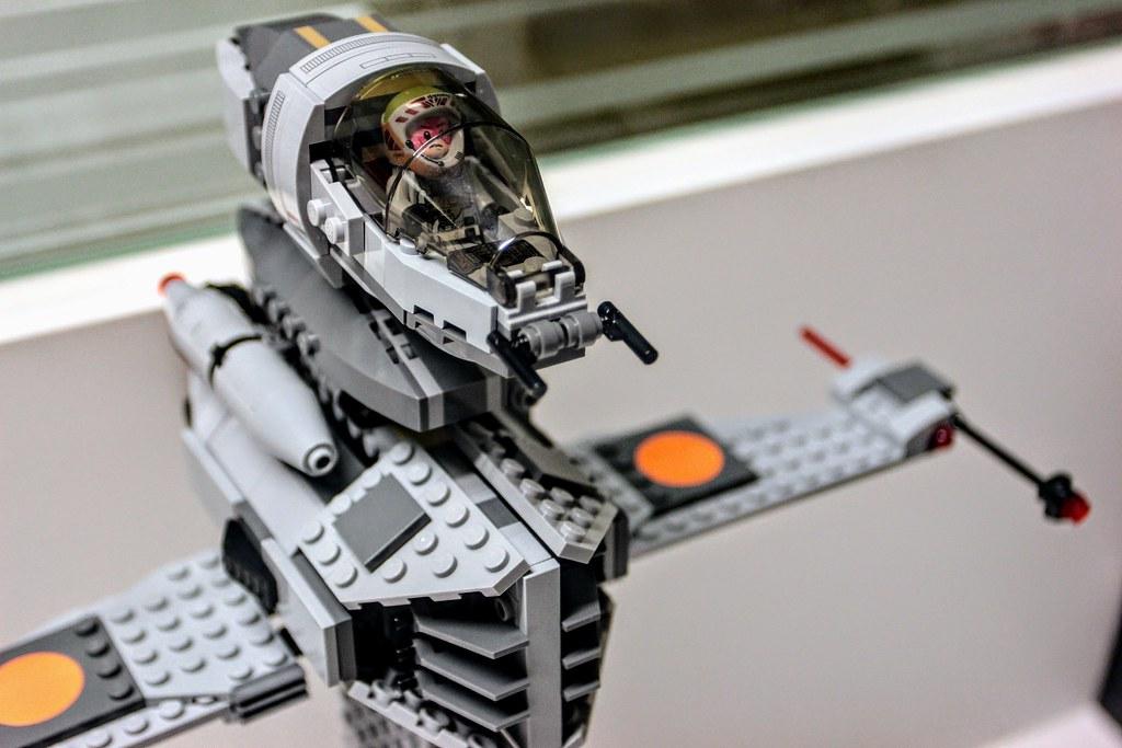 LEGO-Star Wars B-wing-(75050)