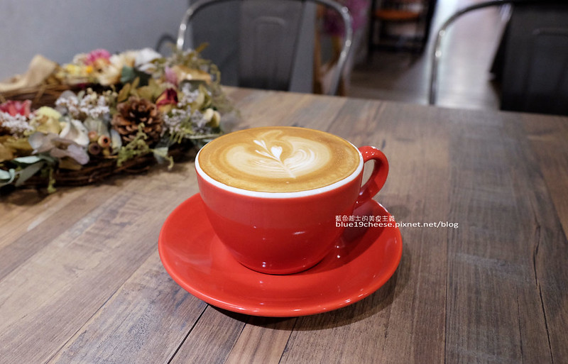 33190223050 4d28d968b8 c - Frini Cafe-乾燥花咖啡館結合簡約工業風.早上就吃的到鬆餅甜點喝的到咖啡.近澄清醫院.中港新城公車站旁.中科商圈