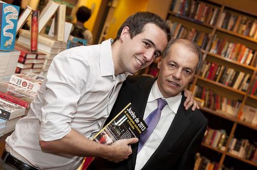 Integrantes do Espaço Democrático lançam livro sobre manifestações de 2013