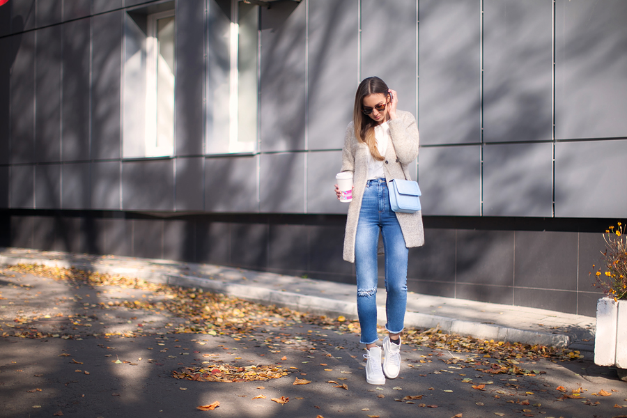 high-waisted-jeans-street-style