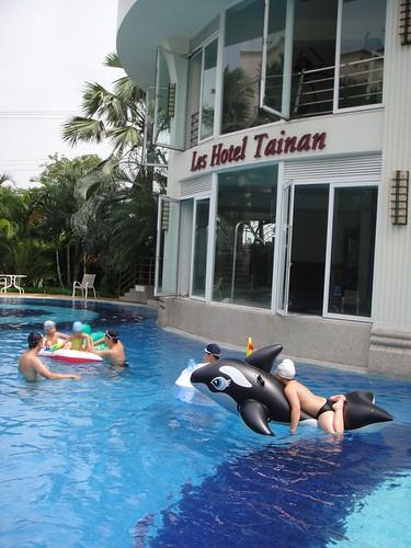 台南商務會館暑假親子同樂好地方-小朋友戲水01