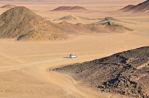 car evening sand driving desert jeep offroad 4x4 egypt safari toyota landcruiser hurghada vast çöl 4x4safari
