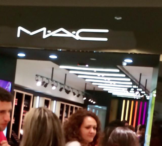 Aparador De Ferro Com Vidro ~ Inauguraç u00e3o da segunda loja da Mac em Porto Alegre, no Barra Shopping Sul Shampoo de Laranja