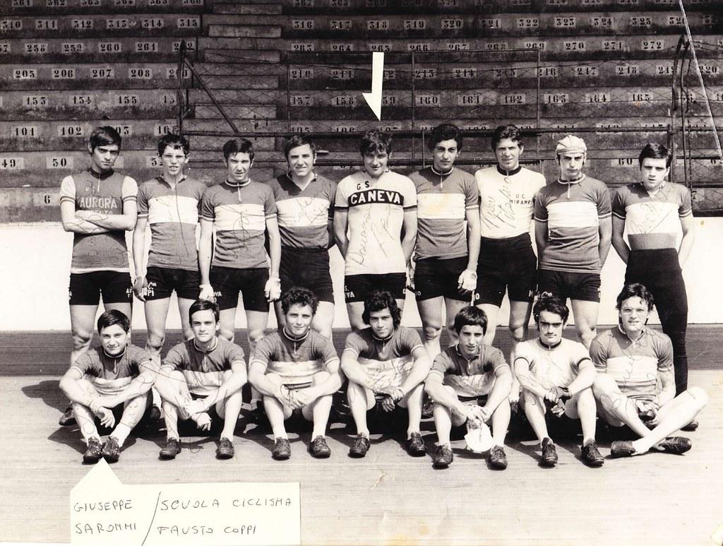 Scuola Ciclismo Fausto Coppi - Donazzon (maglia G.S. Caneva) e Giuseppe Saronni (in basso a sin.)