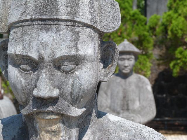 Soldados de piedra en Hué (Vietnam)
