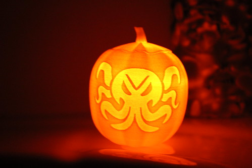 Cthulhu Pumpkin - Glowing Orange