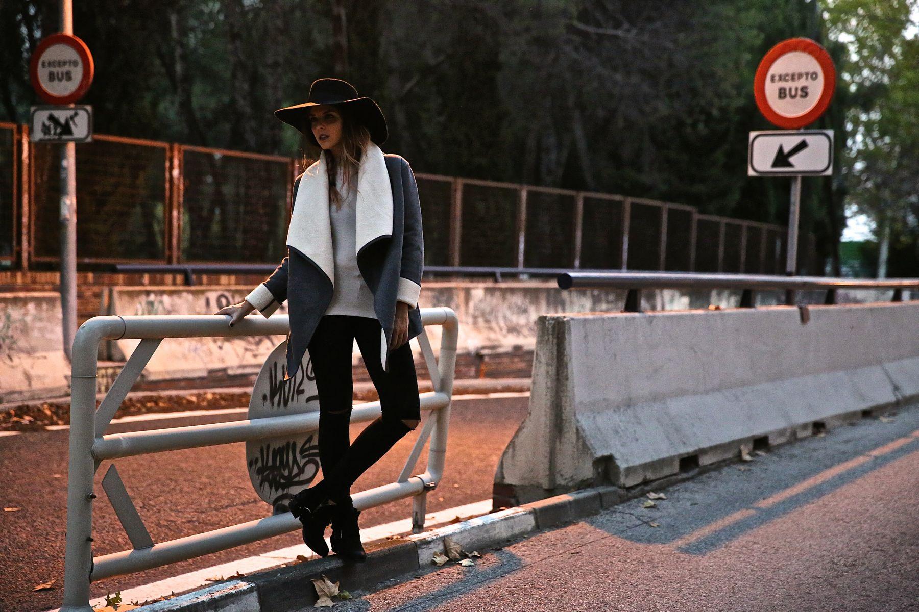 trendy_taste-look-outfit-street_style-ootd-blog-blogger-fashion_spain-moda_españa-abrigo_borrego-borreguillo-otoño-frio-cold-hat-sombrero-boho-hippie-steve_madden-skinny_jeans-pitillos-fall-3