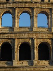 window(0.0), monastery(0.0), aqueduct(0.0), ruins(0.0), triumphal arch(0.0), arch(1.0), ancient history(1.0), landmark(1.0), architecture(1.0), ancient rome(1.0), facade(1.0), column(1.0),