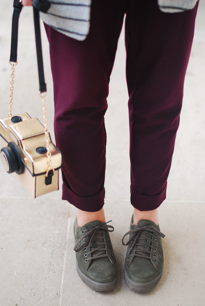 Loose fit pants and army green lace ups