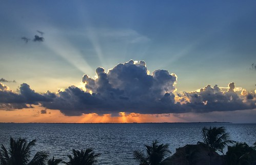 ocean clouds sunrise mexico yucatan cancun carribbean sunbeams cancunmexico puntasam islademujeres yucatanmexico carribbeansea excellenceresort islademujeresmexico puntasammexico excellenceplayademujeres