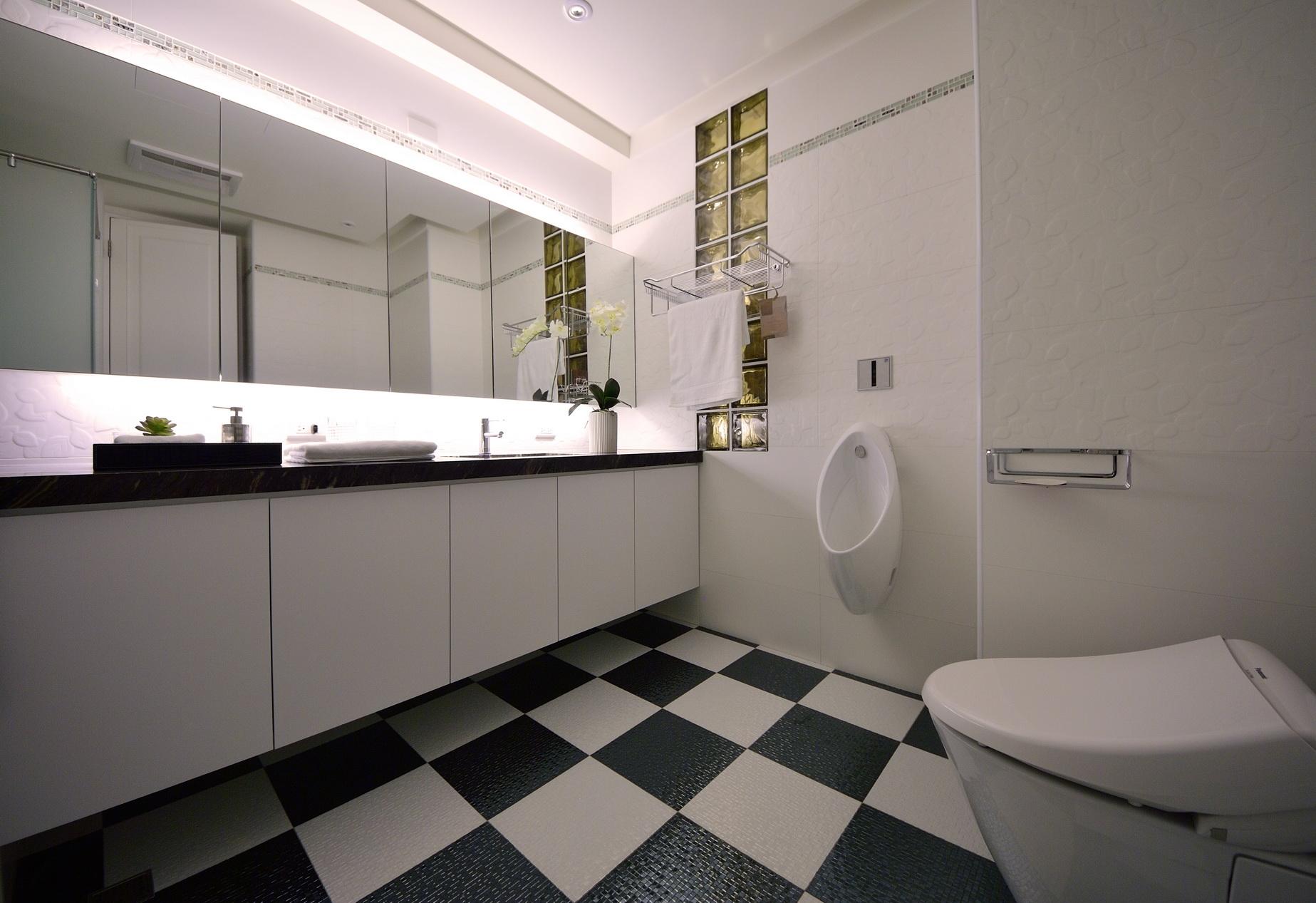 【住宅設計】林口冠東方黃公館-美式簡約居家風主衛浴1
