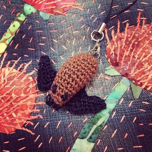 Happy Halloween :) Grazie Mirella per il bellissimo pipistrello all'uncinetto :) su un meraviglioso Quilt di Rita :) Thank you Mirella for the crocheted bat by Mirella on the beautiful Quilt by Rita:)