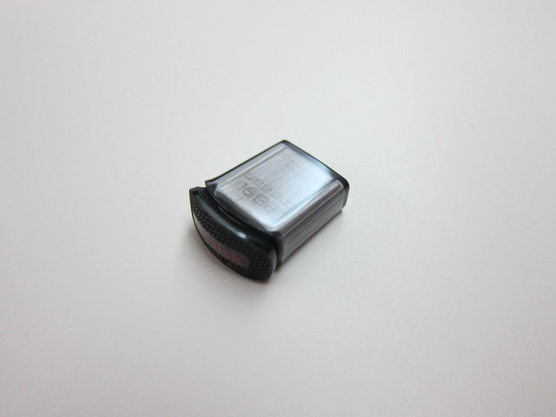 SanDisk Ultra Fit USB 3.0 Flash Drive - With Cover On