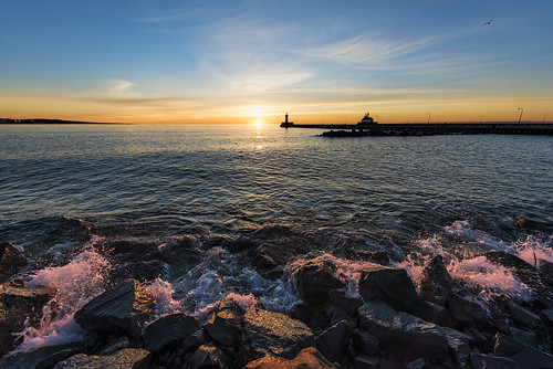 duluth minnesota duluthminnesota canalpark lighthouse sunrise