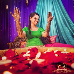 Mehndi Adorns the hands and life takes on a new color.. @p00oh_bear  @bkahlon915  @naseemshenna  #catchmotionphotography #catchmotion #catchmotionstudio #photographerindc #mehdi #mehndi #mehndioutfits #mehndiart #mehndibride #indianwedding #bride #sikhbri