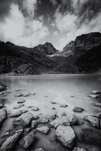 sky blackandwhite bw cliff mountain lake france alps nature water monochrome rock clouds montagne alpes canon landscape photography eos mono photo eau noiretblanc mark pierre iii hill lac wideangle nb explore ciel 5d usm fullframe nuages paysage falaise blanc ff ef 1740mm rocher colline hautesavoie rhônealpes f4l chamonixmontblanc pleinformat philippesaire