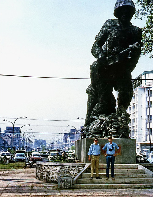 Mike Vogt & Pete Smith (both 2AOD) in Saigon 1971 - Photo by Mike Vogt