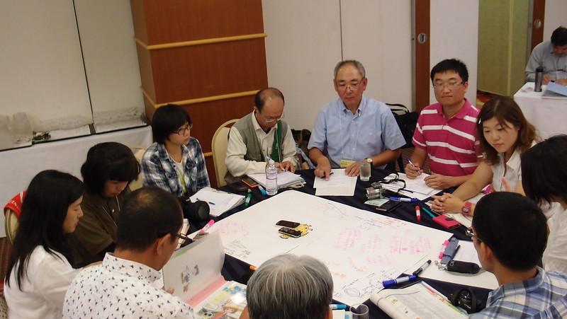新北市政府、台灣民間團體與日本沖繩政府、民間組織針對海漂垃圾議題進行台日雙方分組討論會議。