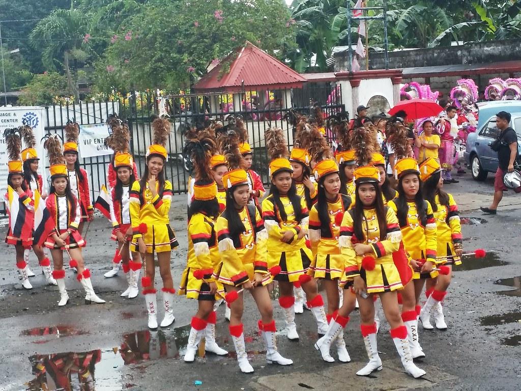 Masskara-festival-parade-2014