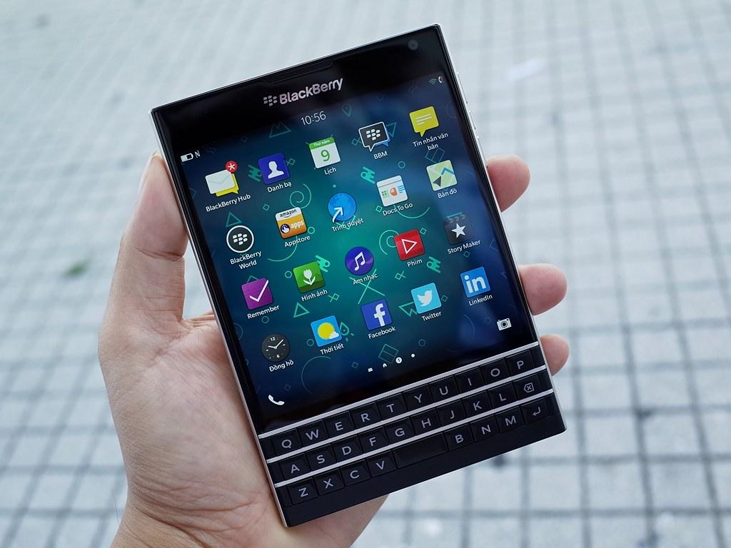 man-hinh-blackberry-Passport-Qwert