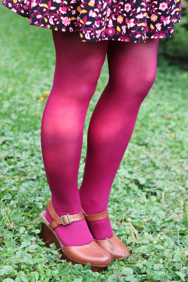 Dark Pink Tights with Brown Korks Clogs