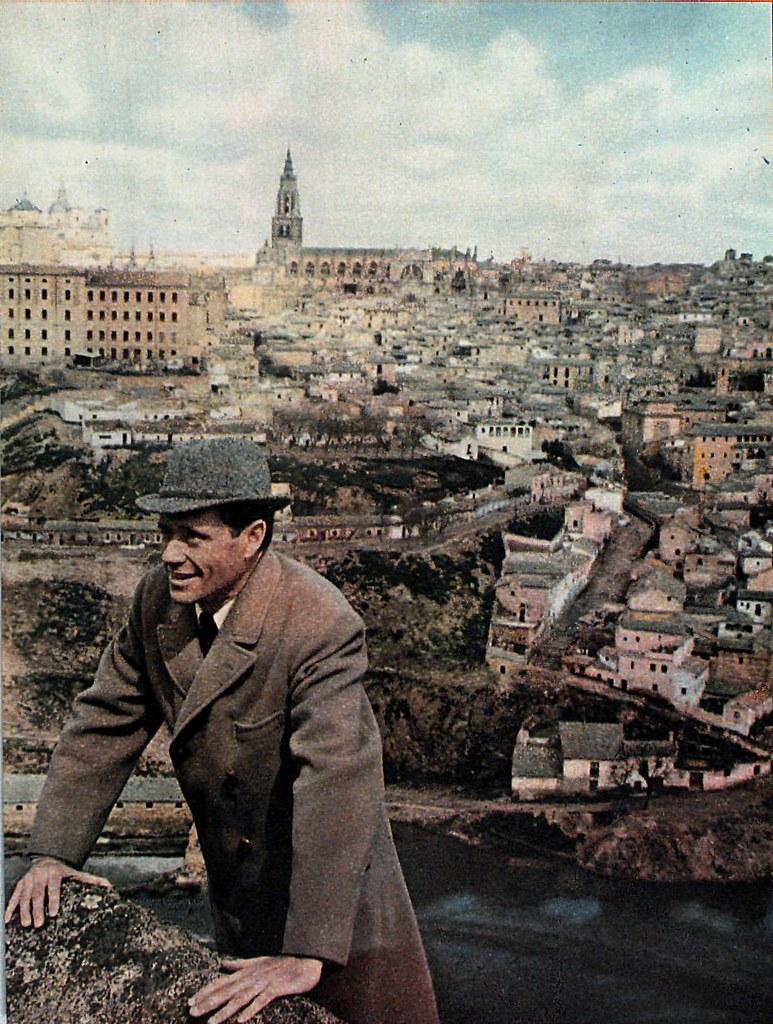 Mel Ferrer en Toledo en el invierno previo al rodaje de El Greco (finales de 1963 o comienzos de 1964). Publicada en Blanco y Negro el 8-8-1964
