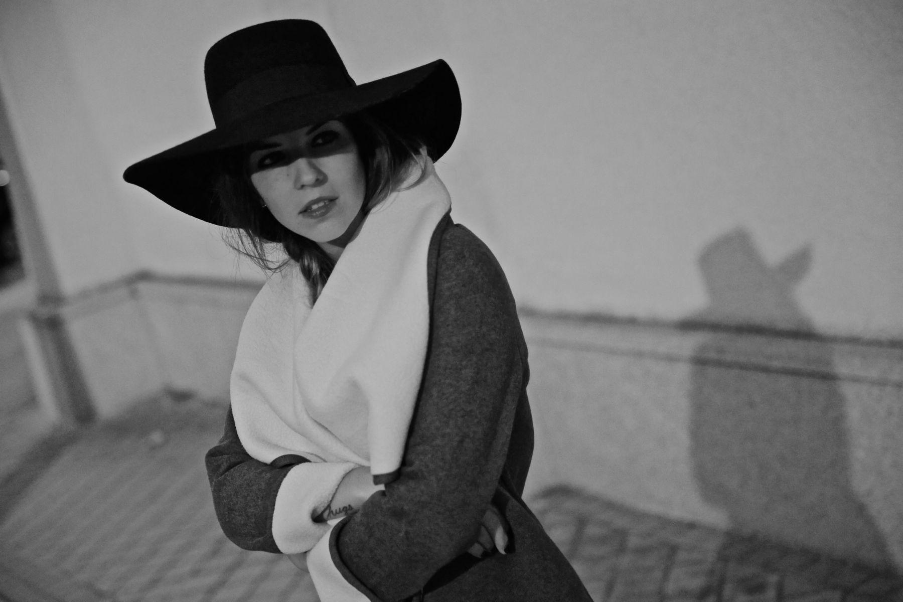 trendy_taste-look-outfit-street_style-ootd-blog-blogger-fashion_spain-moda_españa-abrigo_borrego-borreguillo-otoño-frio-cold-hat-sombrero-boho-hippie-steve_madden-skinny_jeans-pitillos-fall-1