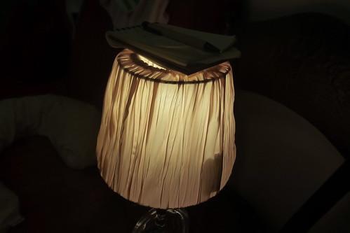 Buonanotte con la luce dell'abat-jour!