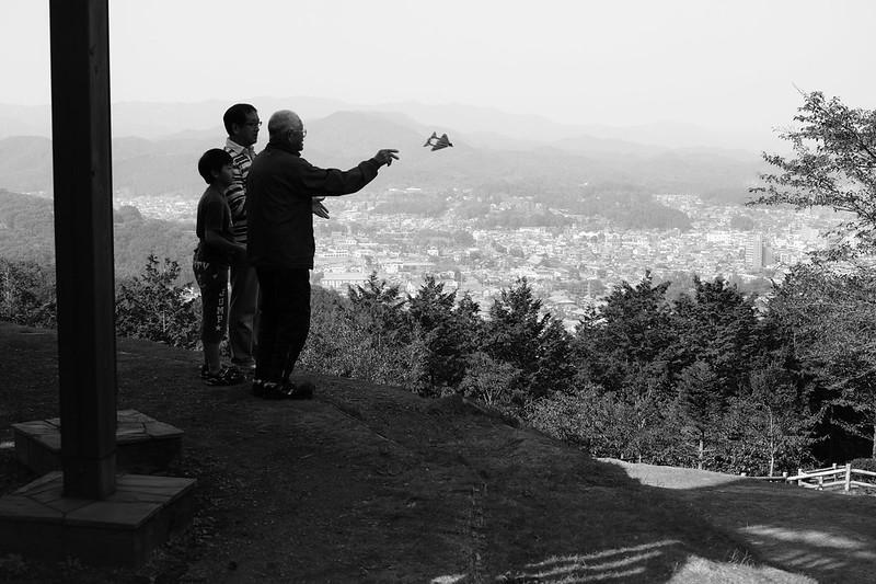 お爺さんと紙飛行機 2