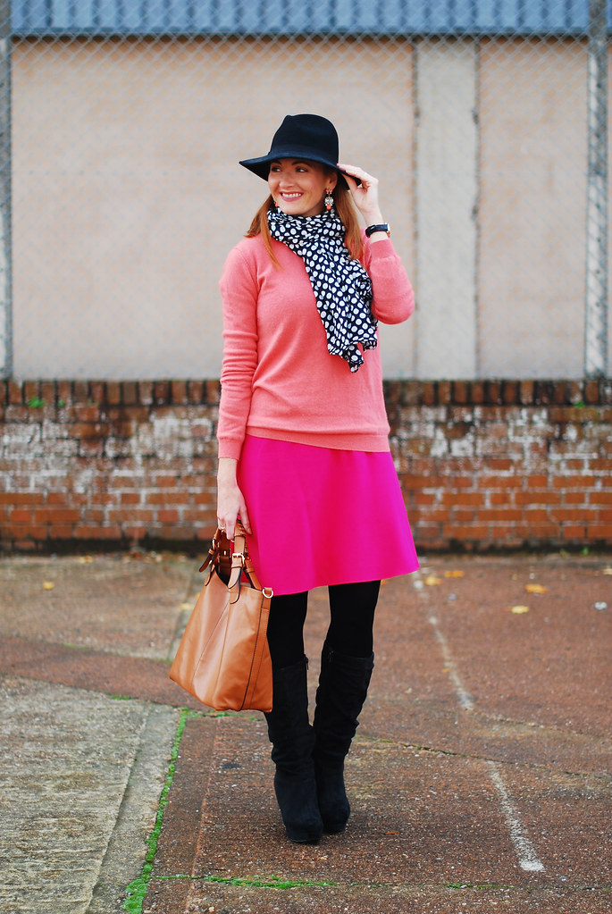 Coral cashmere, hot pink and black - fall style
