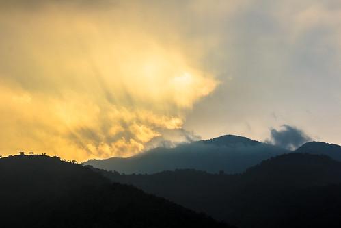 cloud sun mountain fog sunrise landscape golden taiwan 雾 explore 南投 风光 台湾 日月潭 sunmoonlake nantou 日出 太阳 金色 云层 群山 耀眼