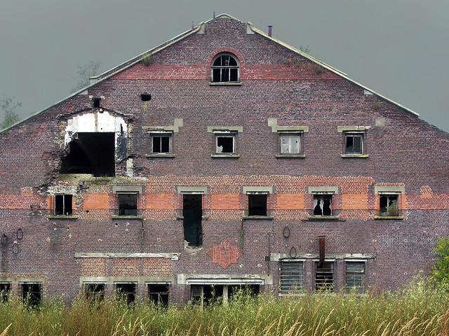 Disused factory in Wallonia, Nikon E8400