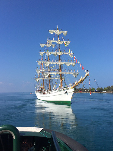 Cuauhtémoc entering the harbor