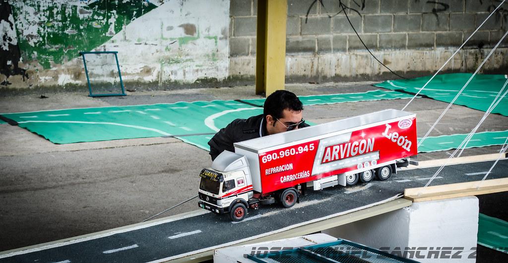 1ª Concentración de Camiones y Maquinaría RC en la Robla - Página 2 15339347139_b7a040f8d4_b